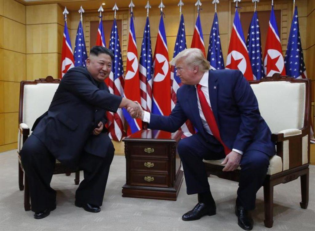 #DonaldTrump y Kim jong-un improvisaron una cumbre en la frontera
