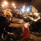 Una protesta prohibida en Hong Kong culminó en enfrentamiento