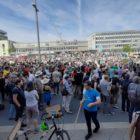Miles protestan en Alemania contra una marcha neonazi