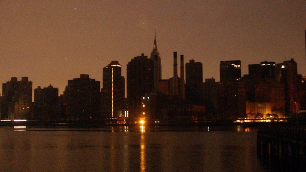 Fallo eléctrico dejó a Nueva York a oscuras este sábado