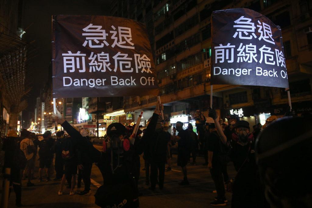 Partidarios y opositores de China salieron a las calles hongkonesas