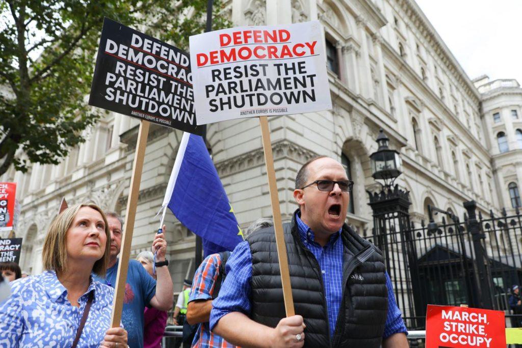 Boris Johnson afronta la primera gran protesta en contra