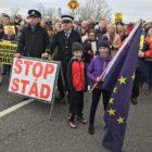 Cientos reclaman en Belfast un segundo referéndum del brexit
