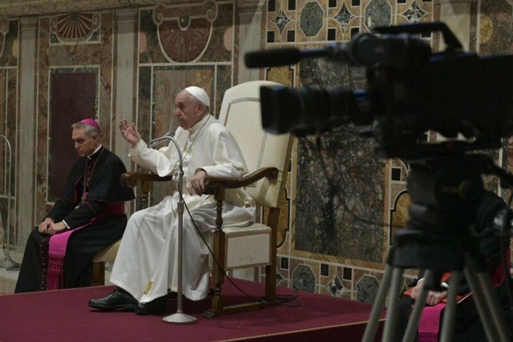 El Papa insta a las sociedades a comunicarse y a tender puentes