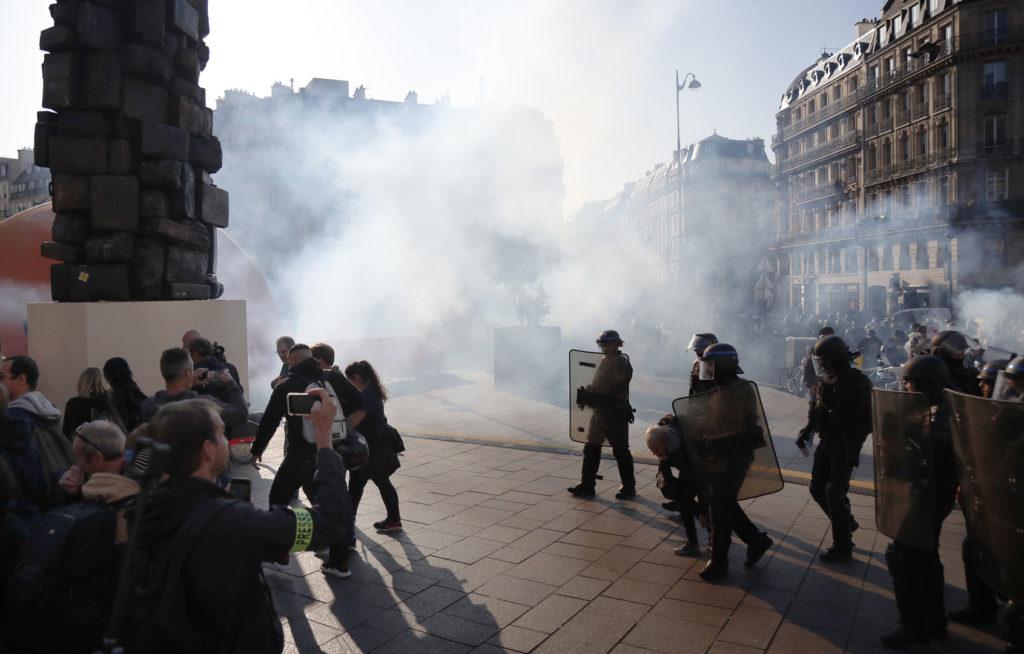 El Gobierno de Francia desplegó la represión contra quienes demandan justicia