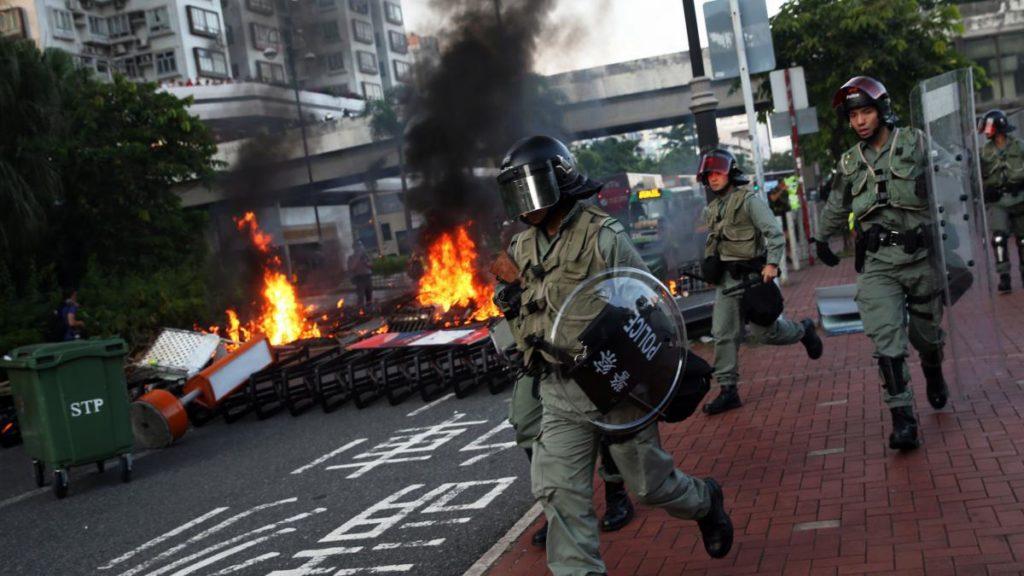 Protestas anti-China continúan incentivando choques en Hong Kong