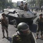 Chile, entre militarización y toque de queda, rememora la dictadura