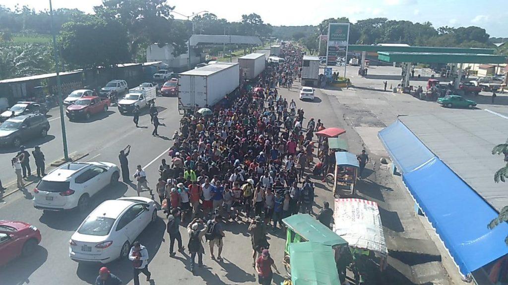 Migrantes impulsan caravana hacia la frontera mexico-estadounidense