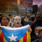 Independentistas catalanes emprenden bloqueo total