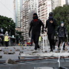 La violencia callejera se resiste a retirarse de Hong Kong