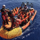 El Mediterráneo escenifica un masivo rescate de migrantes