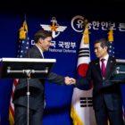 Seúl y Washington buscan atraer a Pionyang a la mesa de diálogo