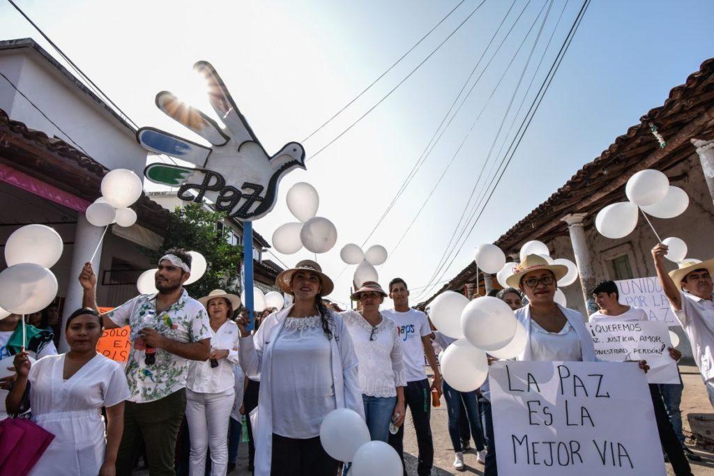 Multitudinaria marcha por la paz se contrapone a la violencia en Guerrero