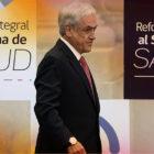 Piñera retrocede en costos de salud ante  insistentes protestas