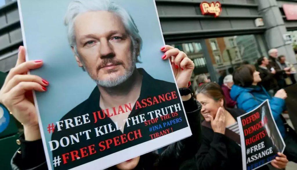 """#VTanálisis: Arranca en Londres el """"espectáculo"""" de la extradición de Julian Assange"""