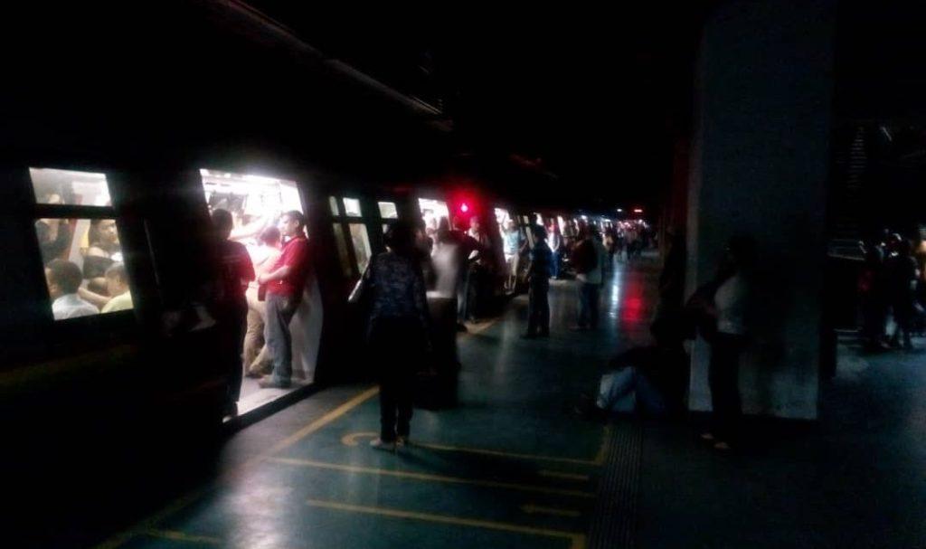 #VTanálisis: A un año del saboteo eléctrico en Venezuela, la derecha insiste en apagar la luz