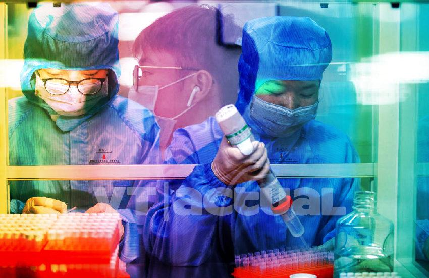 Médicos chinos buscan la vacuna «para emergencias» contra el coronavirus