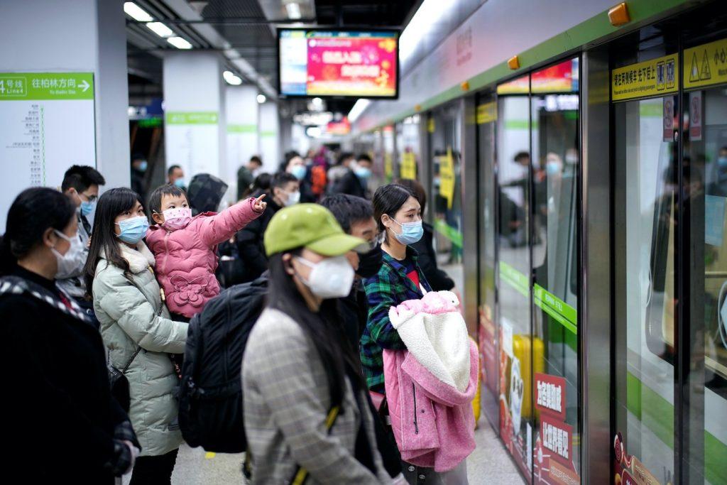 Wuhan retorna tímidamente a la normalidad tras el brote viral