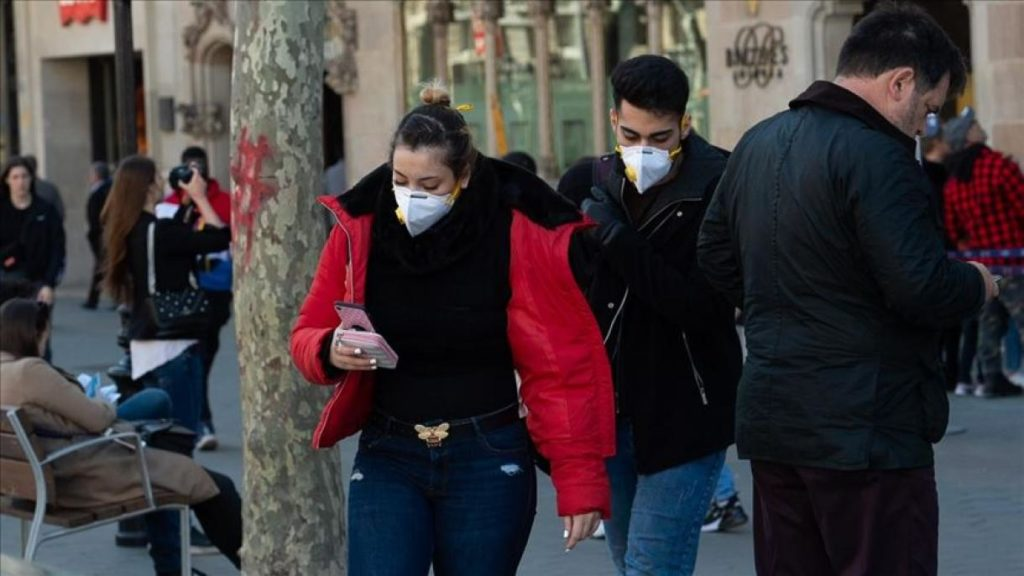 Autoridades sanitarias de España alertan del alto riesgo de recaer por Covid-19