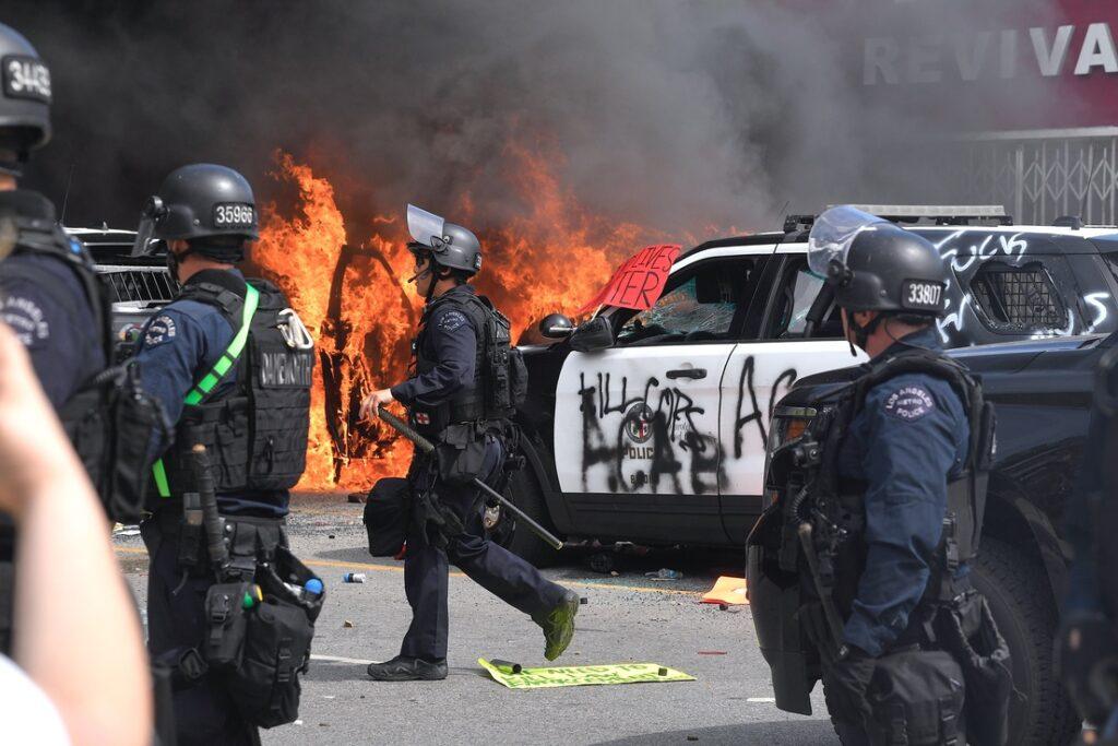 EE.UU. arde en protestas entre toques de queda y despliegue militar