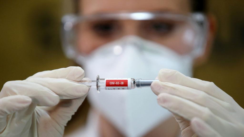 Fabricante indio vendería la vacuna antiCovid hasta en tres dólares