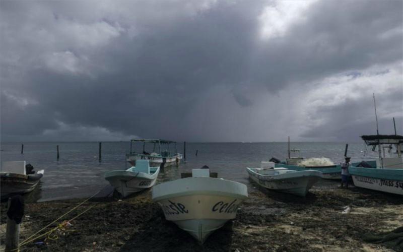 El huracán Delta se debilita antes de su llegada prevista a México