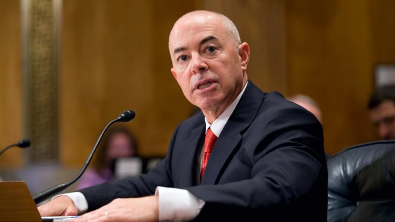 Lo que hay que saber sobre Alejandro Mayorkas, ex fiscal federal de LA nominado para dirigir el DHS
