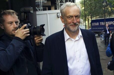 El partido Laborista readmite a Corbyn