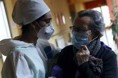 Entre el 8 de marzo y el 1 de mayo, 5.828 personas murieron con coronavirus o síntomas compatibles en los centros de atención.