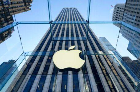 Apple enfrenta demandas en Europa por retrasar el uso de los antiguos iPhones