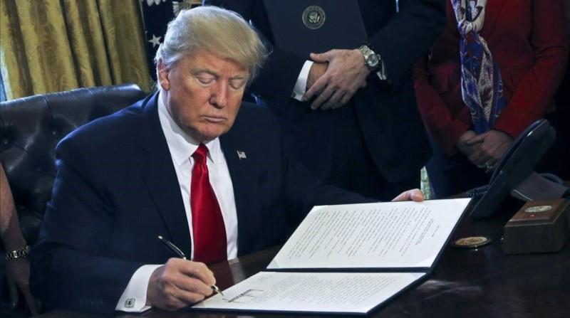 Trump pide que los americanos reciban más dinero en estímulos directos