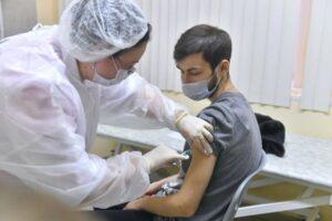 plan de vacunación en Rusia y Reino Unido