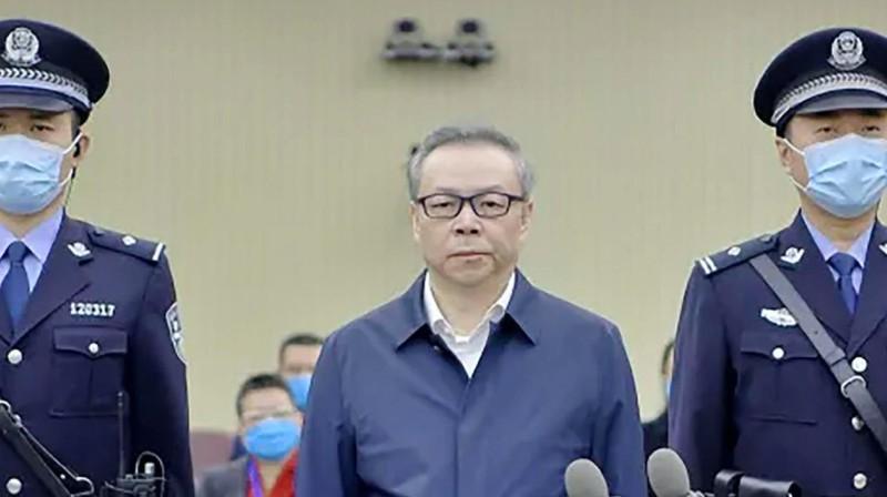China condena a muerte a un ex alto ejecutivo de finanzas por soborno