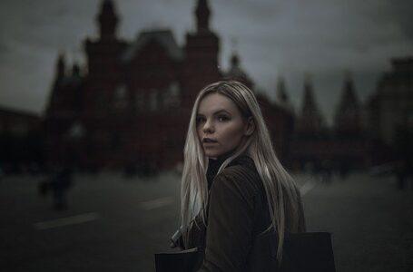 Si estáis en Rusia: Escucha a la policía