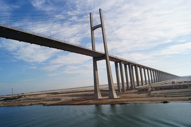 La reserva de agua del Canal de Suez podría desaparecer en unos 4 días