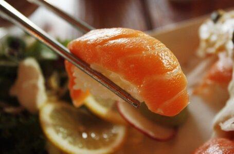 Sushi gratis si te llamas Salmón: Un funcionario de Taiwán insta a la gente a dejar de cambiarse el nombre por el de 'salmón'
