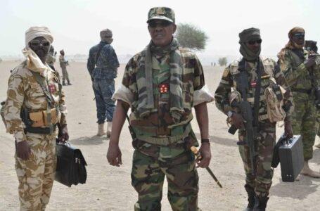 El recién re electo presidente de Chad, Idriss Deby, muere en el frente, según el portavoz del ejército