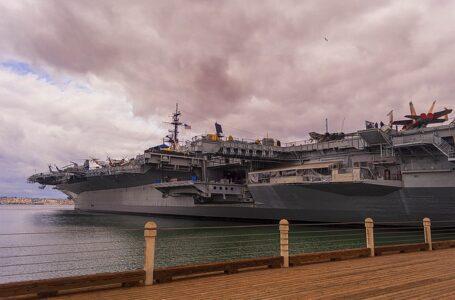 """Rusia dice que los barcos estadounidenses deben alejarse de Crimea """"por su propio bien"""""""