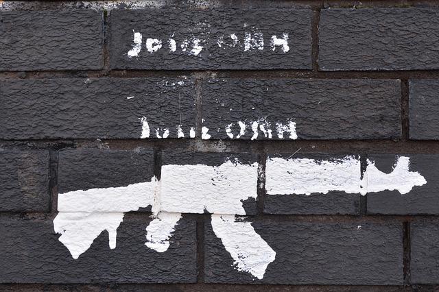 Continúan los disturbios en Derry y en la capital norirlandesa de Belfast