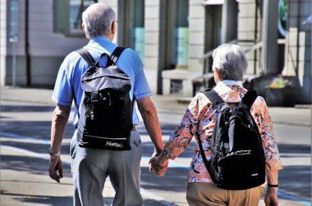 Los ancianos británicos presentan un descenso del 60% en las infecciones y muertes tras recibir la vacuna