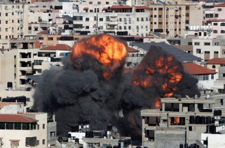 Israel lanza ataques aéreos en Gaza en represalia por los globos de fuego