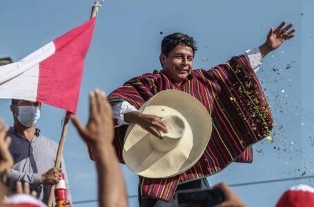¿Otra marea roja? La izquierda latinoamericana se ve impulsada por una estrella emergente en Perú