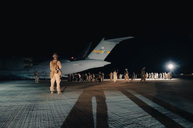 Terroristas suicidas atacan el aeropuerto de Afganistán