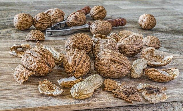 Consumir nueces a diario reduce los niveles de LDL