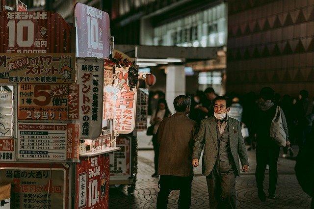 Mientras el Covid se extiende Japón amplía las medidas de emergencia