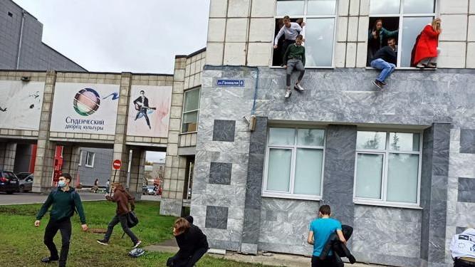 Un hombre armado mata a seis personas en un tiroteo en una universidad rusa