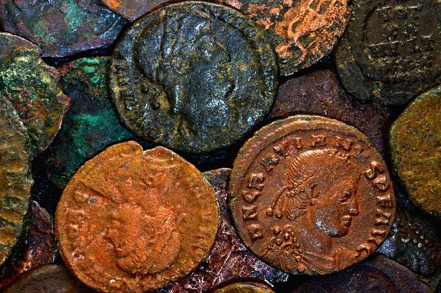 Unos aficionados recuperan 53 monedas romanas de oro durante una inmersión en España