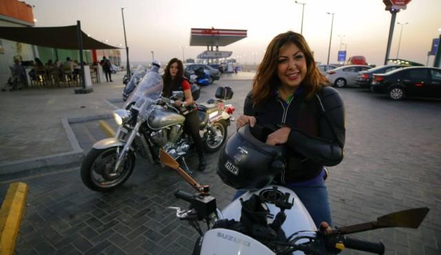 Las mujeres egipcias se suben a las ruedas para romper el tabú