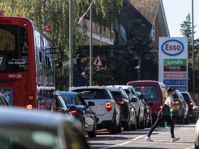 El ejército británico comienza a conducir los camiones de reparto de gasolina del Reino Unido